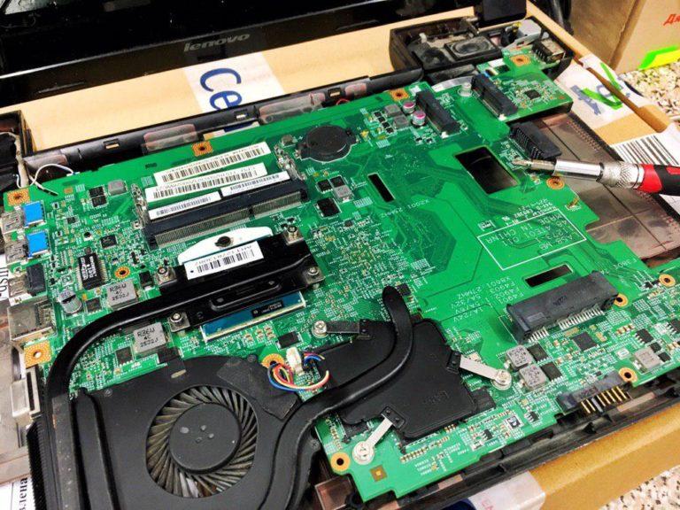 Замена материнской платы на ноутбуке Lenovo V580